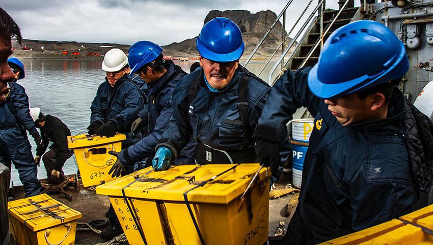 """El aviso ARA """"Islas Malvinas"""" también reabasteció la base Carlini"""